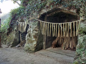 飯縄神社横穴